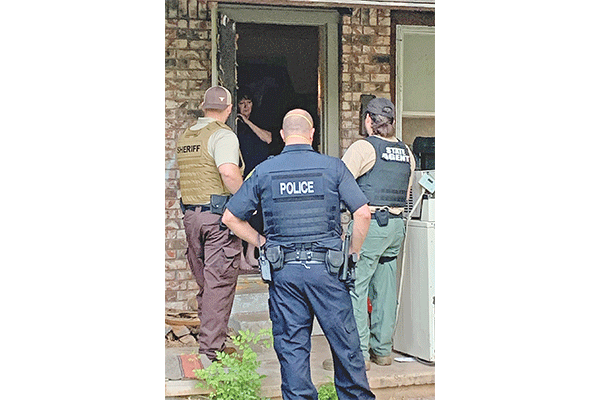 Agent and officers serving one of more than 30 arrest warrants in Caddo County